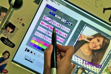 <p>Добавьте к фото каку-нибудь надпись. На странице Pen выберите шрифт, цвет и размер букв.</p>