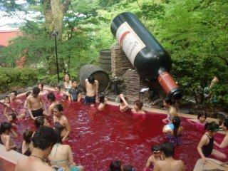 Le bain en plein air ...dans du vin !