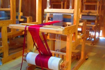 One of the newer looms, where you can weave your own silk