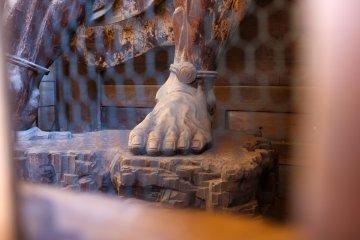 <p>Статуи Королей-Хранителей Нио обладают примечательными деталями</p>