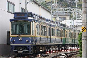 <p>A train at Gokurakuji, with distinctive period livery</p>