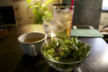 <p>Soup, salad and drink are part of the lunch set</p>