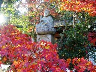 地蔵院の側の仏像