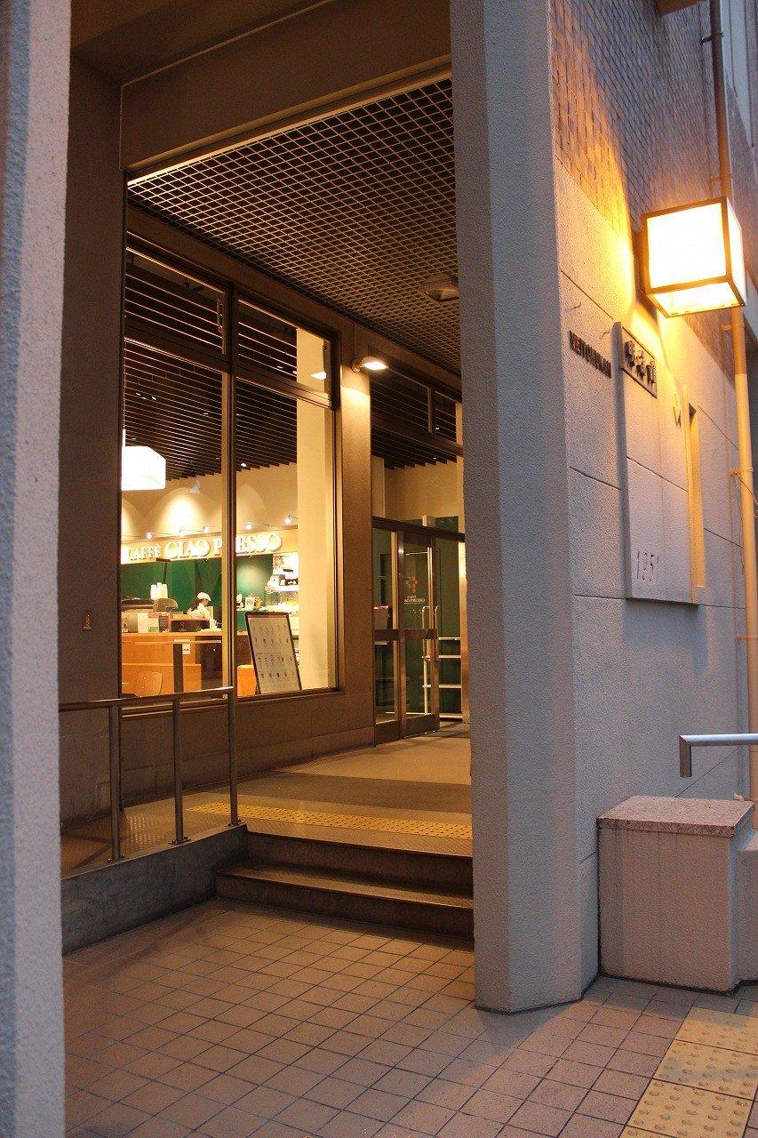 明徳館という建物の1階にカフェはある