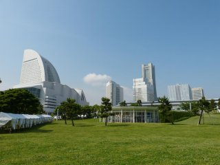 The view of the Minato Mirai 21 skyline from the park is very pretty.