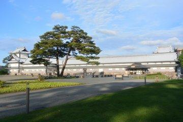 <p>Kanazawa Castle</p>