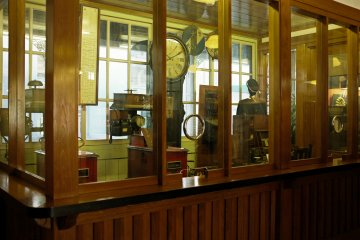 <p>The stationmaster&rsquo;s desk</p>