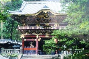 Yomeimon Gate อันประณีตวิจิตรซึ่งเป็นประตูที่มีชื่อเสียงและเป็นเสมือนสัญลักษณ์ของแหล่งมรดกโลกนี้เลยทีเดียว
