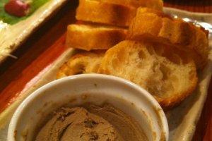 Le pâté de foie de poulet. Un délice!