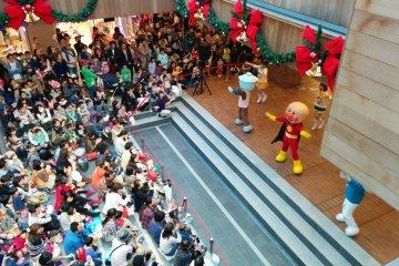 <p>Throughout the day are Anpanman performances. I screamed louder than the children, ANPANMAN!!</p>