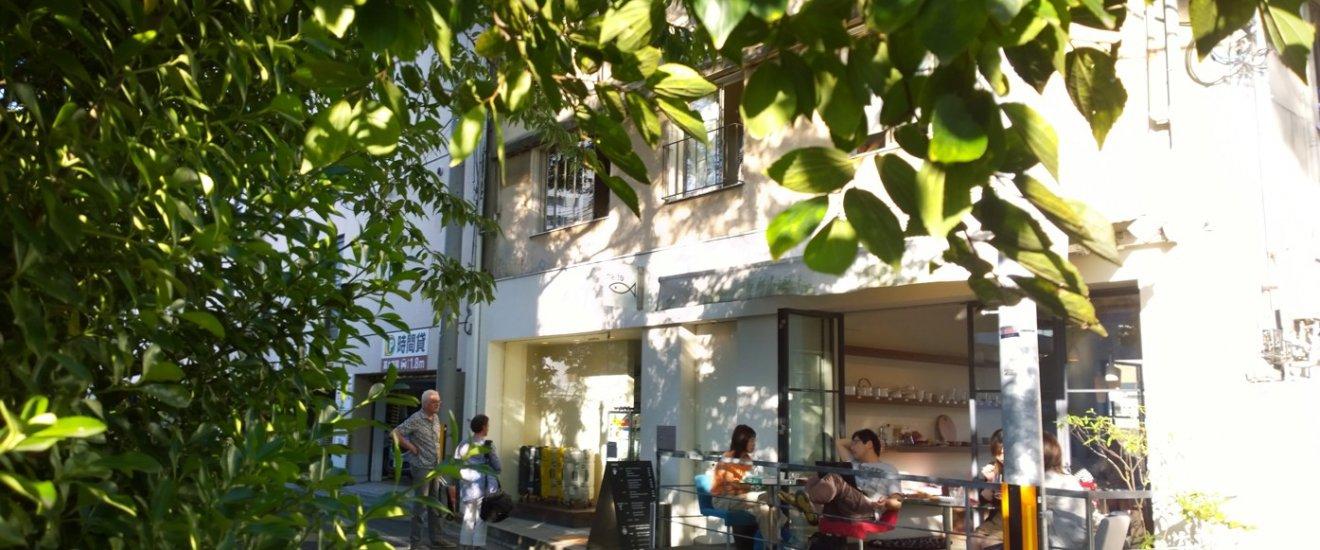 บรรยากาศเท่ๆ ชิลๆ ด้านหน้าร้าน efish ซึ่งโซนนี้จะติดกับถนนสายเล็กๆ ที่มีลำคลองเล็กๆ ไหลผ่านหน้าร้านด้วย เป็นวิวที่สวยไปอีกมุมมอง