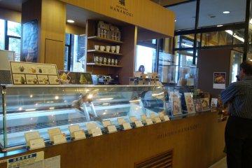 <p>ร้าน&nbsp;GELATERIA HANANOKI ที่ตกแต่งได้สวยมีสไตล์</p>