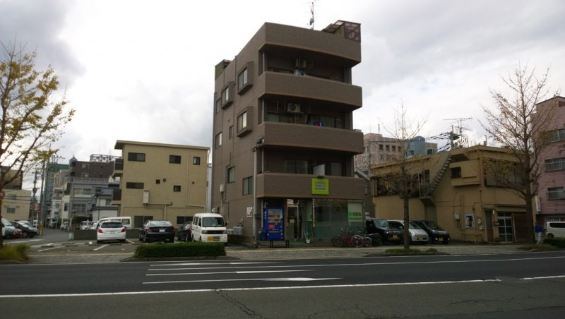 <p>ตัวตึกของ Green Guesthouse Kagoshima ที่พักสะอาด สบาย ในราคาประหยัด</p>