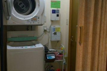 <p>ที่นี่มีเครื่องซักและอบผ้าไว้ให้บริการด้วย</p>