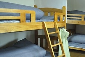 <p>อีกห้องซึ่งเป็นห้องนอนรวมแบบ Dormitory ที่มีเตียงสองชั้นไว้บริการหลากหลาย ภายในห้องนั้นไม่แคบจนเกินไป สะดวกสบายแก่การพักผ่อน</p>