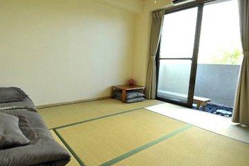 <p>ที่นี่ก็มีบริการห้องพักเดี่ยวแบบส่วนตัวด้วย ซึ่งจะเป็นห้องพักในสไตล์ญี่ปุ่น</p>