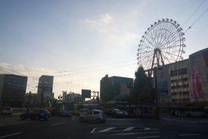 AMURAN (アミュラン) ชิงช้าสวรรค์ชมวิวเมืองคาโกชิม่าที่ตั้งเด่นเป็นสง่าอยู่บนตึก AMU PLAZA KAGOSHIMA บริเวณสถานี JR Kagoshima Chuo ในตัวเมืองคาโกชิม่า