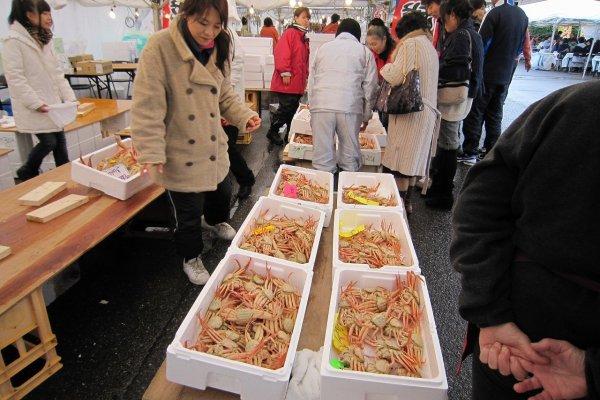 地元の人たちは値段も安く美味しい「セイコガニ」を好む