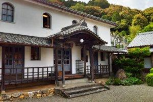The entrance to the Kaimei School