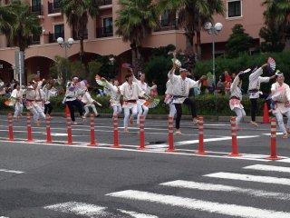Выступление группы традиционного япоского танца