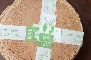 Penampakan Shika Senbei dari dekat makanan kesukaan rusa ¥ 150.