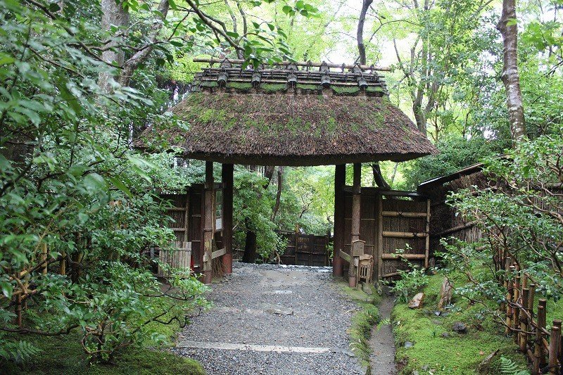 <p>Gio-ji Temple&#39;s thatched roof gate</p>