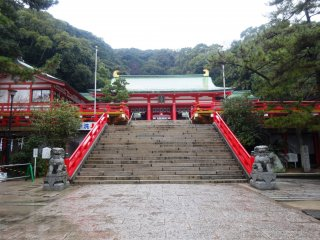 The steps up to the shrine's main hall