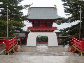 Pandangan di belakang gerbang Selat Kanmon