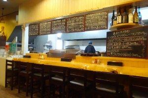The cozy counter at Uoichi