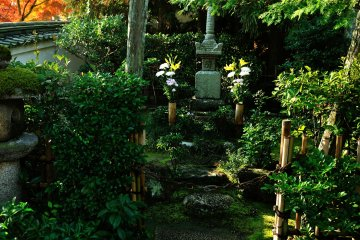 <p>The grave of Minamoto-no Yorimasa, who tried to overthrow Heike Clan, lost the Battle in Uji and committed suicide here</p>