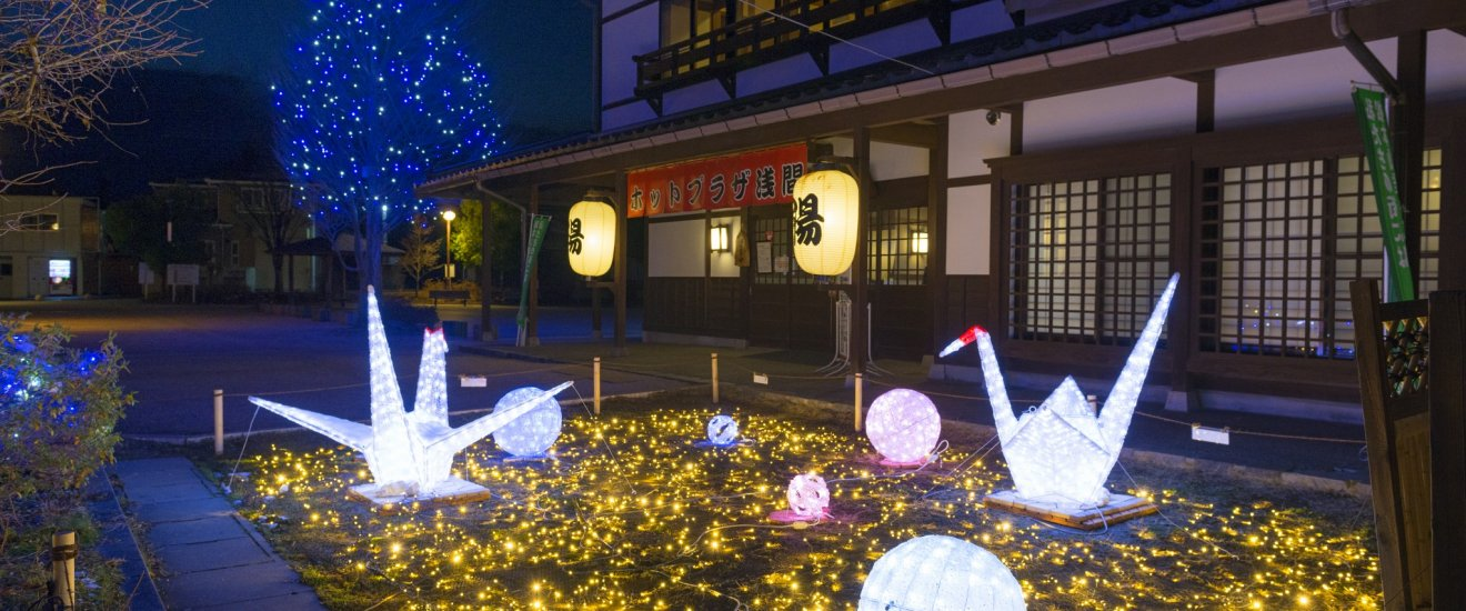 Japanese-style illumination of origami cranes and Matsumoto temari balls, made and played in the castle in Edo period.