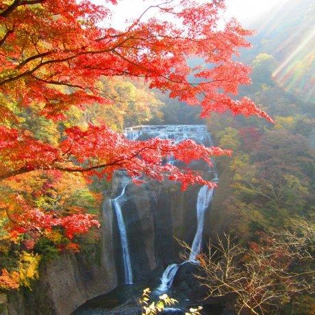 후쿠로다 폭포의 가을 풍경