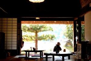 Déchaussez-vous et détendez-vous dans la véranda ou dans l'une des pièces en tatami, ou paille tressée