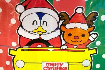<p>&quot;Донпэн&quot; не может дождаться Рождества! Это синий пингвин и талисман Дон Кихота, и на нём всегда красный ночной колпак круглый год.</p>