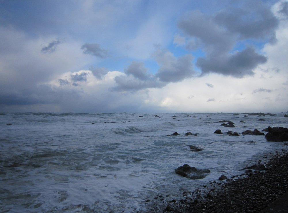 冬の日本海。福井市鮎川町沿岸