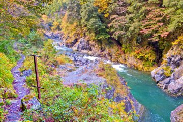 <p>The trail now runs along the river, allowing you to walk all the way up to Shinomaru Dam</p>