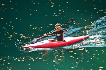 <p>The first of several kayakers who I saw along the river</p>