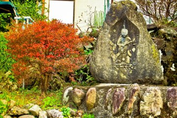 <p>As you turn of the main road, you will see several small religious monuments near the start of the hike</p>