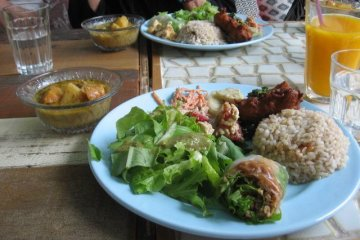 Curry with side dish platter.