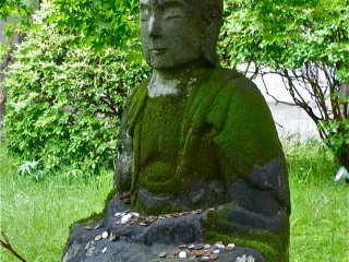 "This statue in the garden-courtyard tells you ""I am in Japan!"""