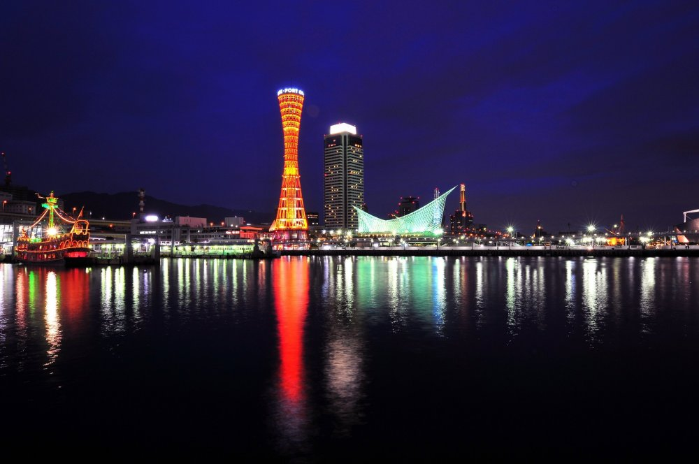 Port Tower and Kawasaki World, the two landmarks that create romantic night views of Kobe