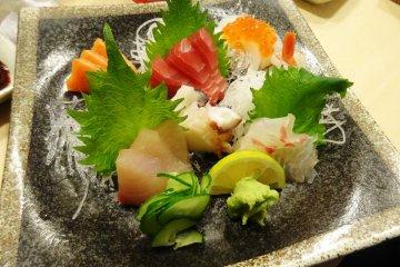 <p>Fresh sashimi in the Sushi Kokoro stall&nbsp;</p>