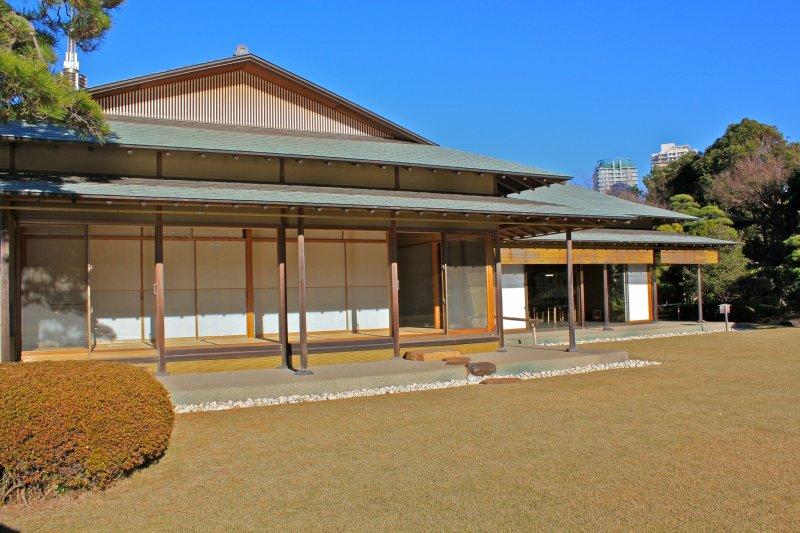<p>Teahouse &quot;Shouraitei&quot; at Mihama-en</p>