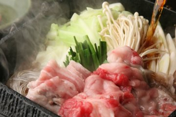 <p>Scrumptious sukiyaki, a winter classic, set to simmer before the show begins.</p>