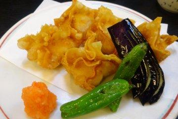 <p>Deep-fried shrimp dumplings</p>