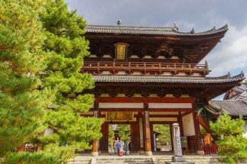 Zazen at Mampukuji Temple