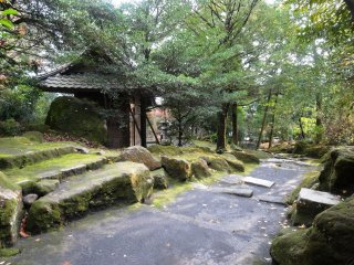 The garden has several teahouses, though not all can be entered