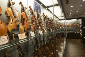 4F: The display sets here showcase more than 100 violins and and other string instruments at any time.
