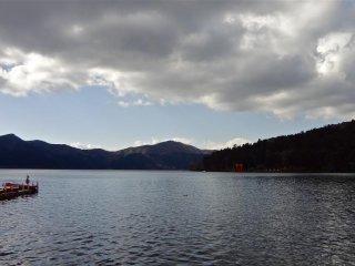 Même par temps nuageux, le lac est magnifique