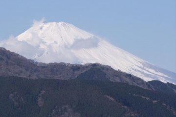 白雪覆盖在富士山上